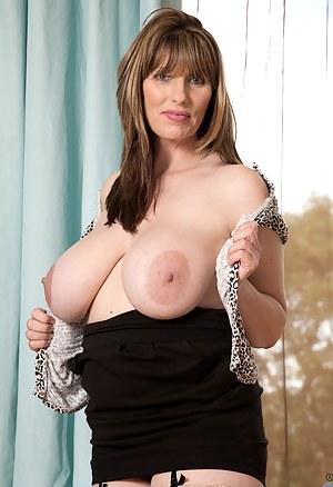Mature Nipples Porn Pictures
