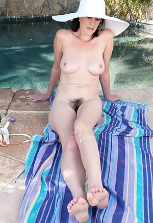 Mature Pool Porn Pictures